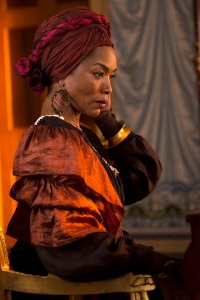 Angela Bassett as Marie Laveau. Taken from http://collider.com/angela-bassett-american-horror-story-coven-interview/